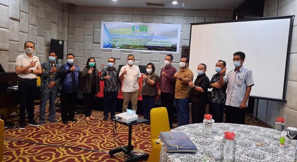 Direktur Perumda Air Minum Tirta Senentang Kabupaten Sintang menghadiri Rapat Kerja Daerah Persatuan Perusahaan Air Minum Seluruh Indonesia Dewan Pengurus Daerah Kalimantan Barat