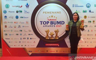 Direktur Perumda Tirta Senentang Sintang Jane Elisabeth Wuysang raih Top CEO BUMD 2021