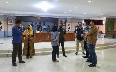 Direktur Perumda Air Minum Tirta Senentang Kabupaten Sintang Dr.Jane E. Wuysang, MT menghadiri Rapat kerja Pansus II DPRD Kabupaten Sintang mengenai Raperda tentang Penyertaan Modal Pemerintah Daerah